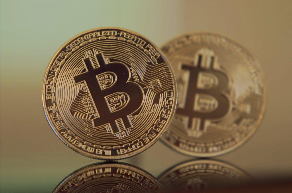 著名投資家による仮想通貨へのコメントが増えてきた背景とは?